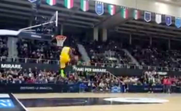 All Star Game Beko: Abass vince lo Slam Dunk Contest