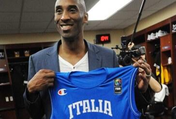 La maglia della Nazionale in dono a Kobe Bryant