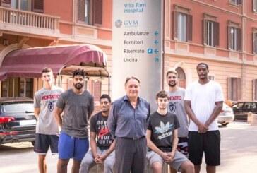 I giocatori Fortitudo Kontatto a Villa Torri Hospital