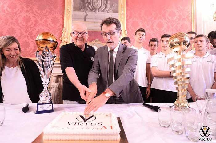La Virtus in Comune dal sindaco Merola