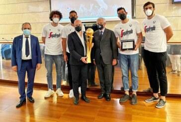 Il presidente Bonaccini premia la società <br>e il patron Massimo Zanetti